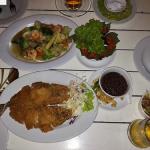 『ギンロムチョムサパーン』でラマ8世橋を眺めながら食事 @カオサン近く