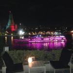 ワット・アルンが見えるチャオプラヤー川沿いの素敵なレストランとBar