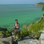シーチャン島で唯一のビーチ (Tham Phang Beach)
