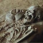 ムアン・シン歴史公園にある墓地遺跡(Burial Site)の様子とその資料