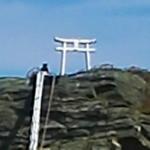しめ縄が架けられた幻想的な『姉妹岩』の由来 in 大分(佐賀関半島)